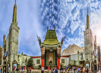 https://upload.wikimedia.org/wikipedia/commons/thumb/c/c6/Grauman%27s_Chinese_Theater_Panorama.jpg/1024px-Grauman%27s_Chinese_Theater_Panorama.jpg