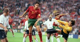 Gomes - England goalkeeper David Seaman (r) flies out of his goal to block an effort from Portugal's Nuno Gomes (c)