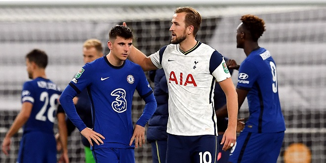 fans - Chelsea's Mason Mount is consoled by Tottenham Hotspur's Harry Kane after his missed penalty in the shoot out leads to them losing the Carabao Cup fourth round match at the Tottenham Hotspur Stadium, London.