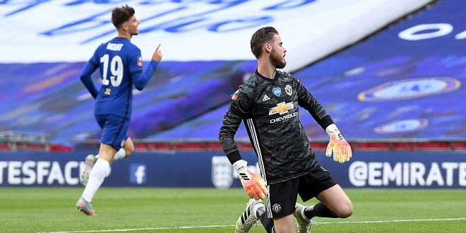 Chelsea - Chelsea's Mason Mount (left) celebrates scoring his side's second goal of the game as Manchester United goalkeeper David de Gea looks on after his mistake during the FA Cup Semi-Final match at Wembley Stadium, London.